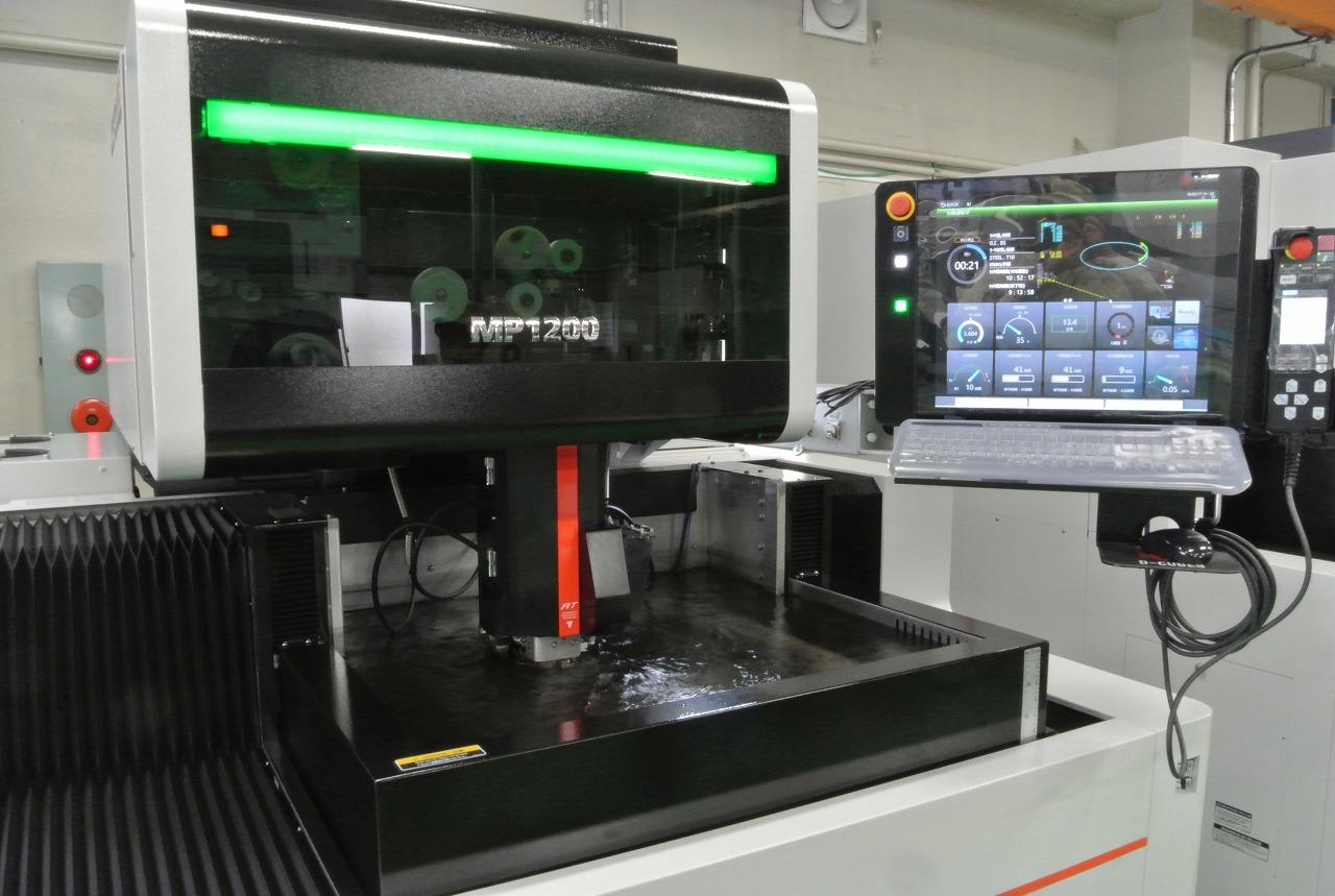 超高精度ワイヤ放電加工機導入